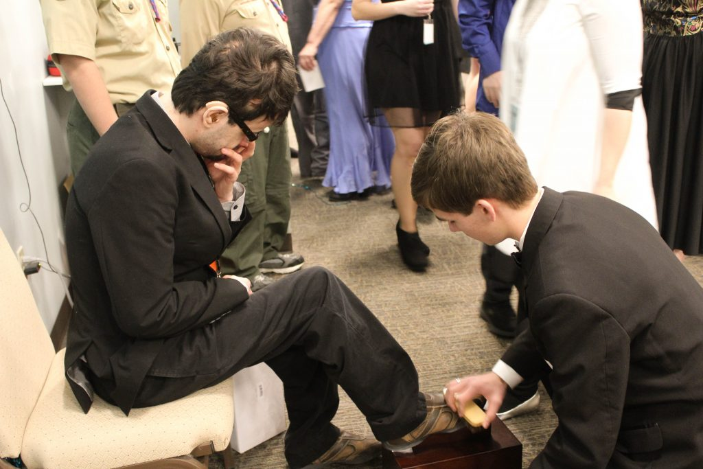 Drew receives a shoe shine